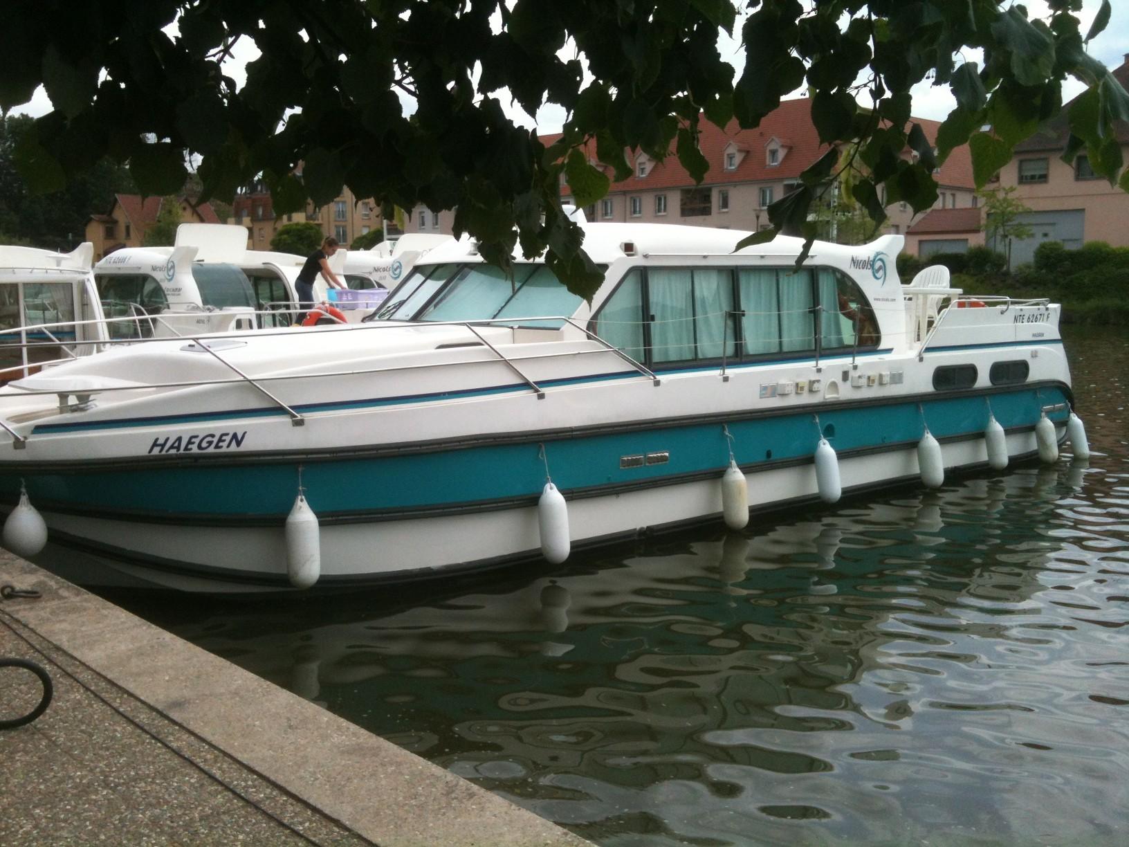 bateau a moteur nicols occasion